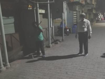 Uttar Pradesh: Rampur man calls control room asking for samosas amid lockdown; made to clean drain as punishment