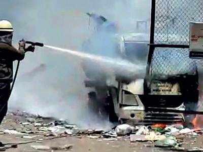 Ghanta gadi charred in garbage fire, 3 injured