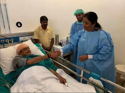 Nirmala Sitharaman visits Congress leader Shashi Tharoor in hospital
