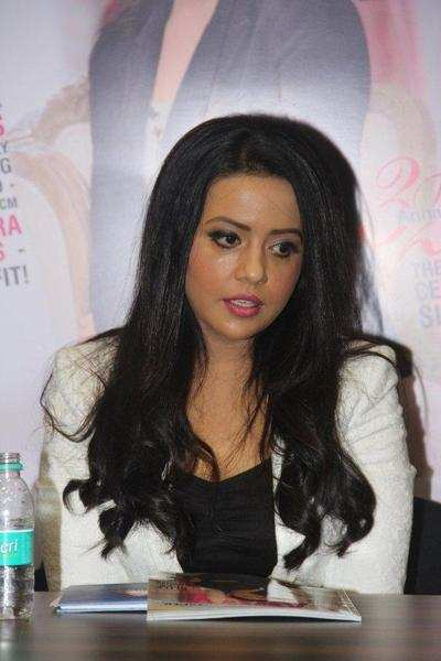 Amruta Fadnavis to walk the ramp with acid attack survivors