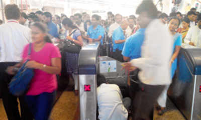 Ticketing snag at Ghatkopar metro station leaves commuters hassled