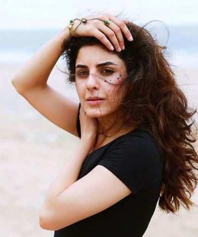 Kaalakaandi: Nawab Saif Ali Khan is not nawabi when it comes to work, says actress Isha Talwar