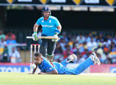 England crush spineless India by nine wickets