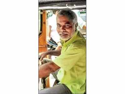 Fact check: This auto driver is not PM Modi's brother