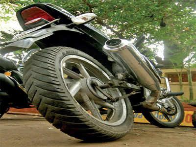 Bike gets stolen as biker answers a phone call