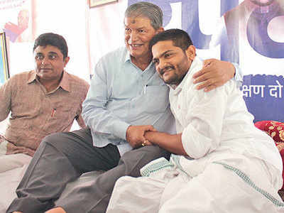 Prakash Ambedkar meets PAAS leader Hardik Patel; calls for debate on relaxing 50% limit on reservation