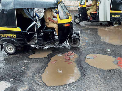 Auto hits pothole in Bandra; driver dead, two injured