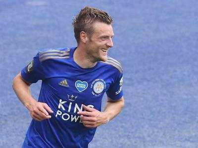 Vardy nets 100th Premier League goal as Leicester beat Palace
