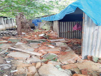 Wall topples over; kills 1, injures 2