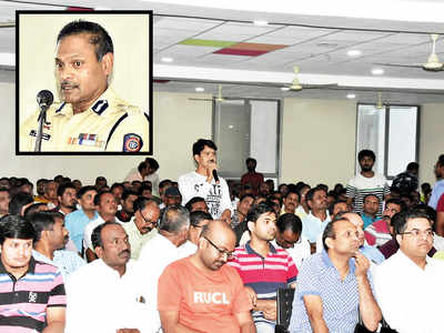 Citizens discuss problems with police commissioner