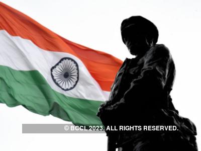 Kargil Vijay Diwas: From Amitabh Bachchan to Akshay Kumar, Bollywood pays tribute to India's fallen soldiers