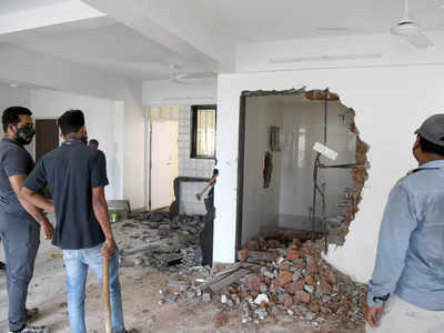 PMC does partial demolition of illegal building in Wanawadi