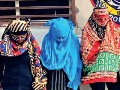 4women pose as fake cops to extort Rs 30,000