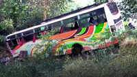 Speeding bus loses control on old Pune-Mumbai highway, 4 dead, 30 injured