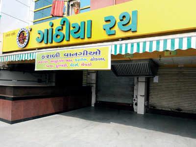 Illegal parking: Shops sealed in Nehrunagar
