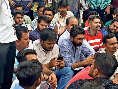 ABVP up against BJP govt, supports the protestors