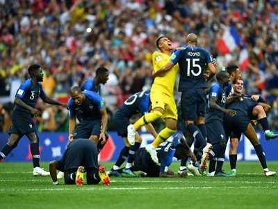 France lift FIFA World Cup trophy after beating Croatia 4-2 in final