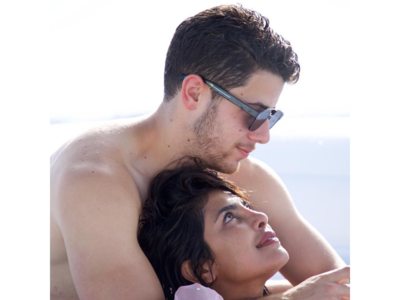 Priyanka Chopra and Nick Jonas look 'too much in love' in their latest pictures from Miami