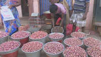 Onion price crosses Rs 150/ kg mark in Madurai