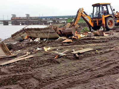 Mahad effect: WR raises alarm over sand mining near two bridges