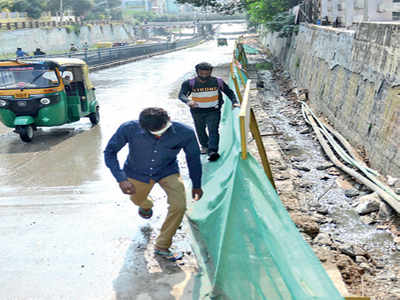 The Towns Mirror Special: That stinky underpass