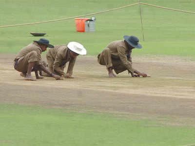 India v Australia: Chris Broad rates Bengaluru pitch 'below average'; No ICC sanctions