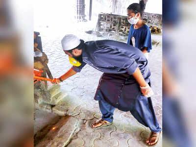 Burial ground staff cremates 250 Hindus