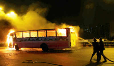 Fire guts bus in Navi Mumbai