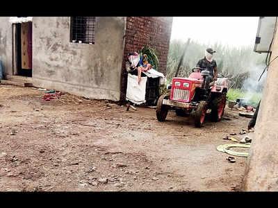 Notice slapped on organiser of Baramati camp in vaccine row