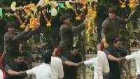 Shah Rukh Khan breaks dahi handi by climbing on bodyguard's shoulders, celebrates Janmashtami at Mannat