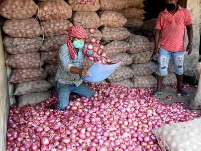 Onion farmers in Nashik face hardships during lockdown, request govt intervention