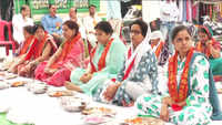 Women perform 'Tarpan' during Pitru Paksha in UP's Kanpur