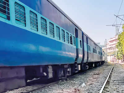Kalyan-Dombivali train services to close for four hours each on November 21-22