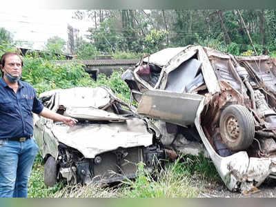 Cars damaged in TMC's anti-encroachment drive
