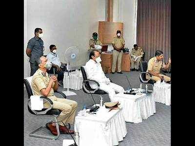 Dy CM lauds city cops for efforts during lockdown