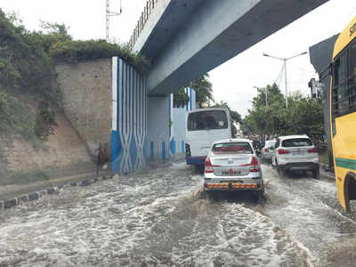 Watery mess at underpass creates traffic chaos