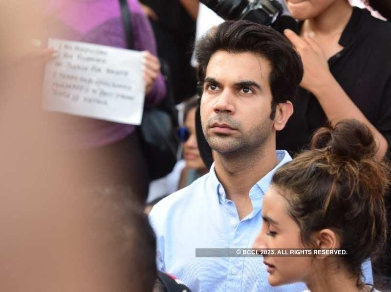 Actors Rajkummar Rao, Patralekha join Carter Road protest in Mumbai