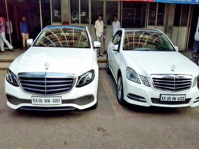 Curious case of Mercs with identical no. plates