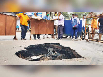 Cave-in at Mahim junction, traffic disrupted