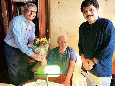 Group of rural-management institute alumni including National Award-winning filmmaker Praveen Morchhale provide financial aid to composer Vanraj Bhatia