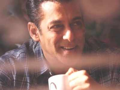 Salman Khan begins process of transferring money to daily wage film workers amid lockdown