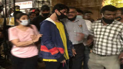 Shah Rukh Khan's son Aryan Khan arrest LIVE Updates: Aryan Khan arrested by NCB in drug raid case - The Times of India