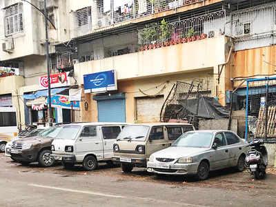 Abandoned vehicles jam Ghorpadi Peth