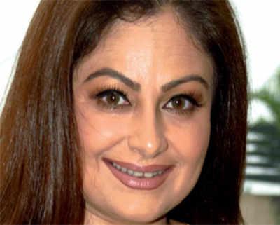 Ayesha Jhulka makes a comeback
