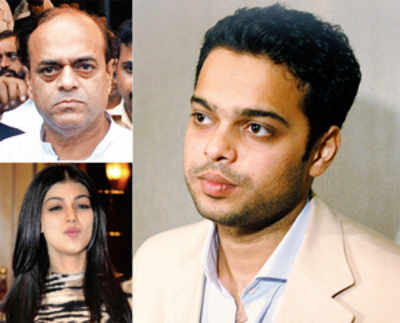 Netaji, dad must say sorry to all Indians, says Farhan Azmi