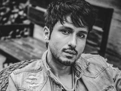 Here's how Amol Parashar went from IIT to Bollywood