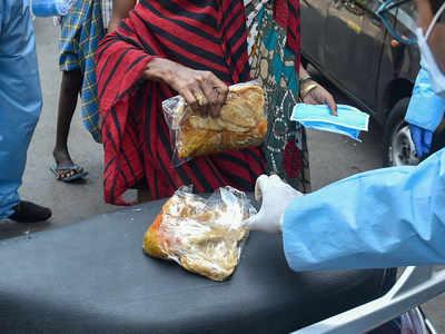 Man attacks volunteers distributing food to the poor