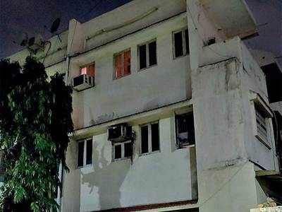 Burglars break grills, decamp with Rs 14.6L