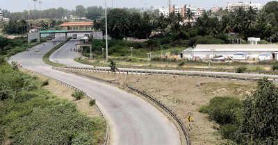 Woman lures lone men on NICE Road