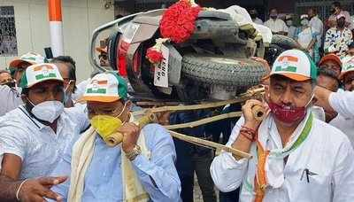 Congress leaders in Bengaluru protest fuel price hike